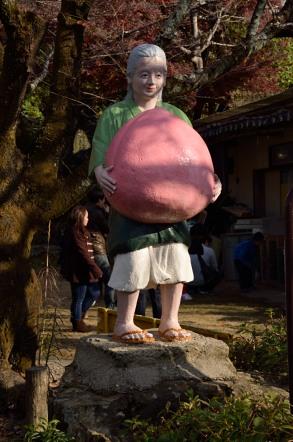 桃太郎神社 おばあさん