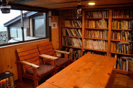 穂高岳山荘 談話室