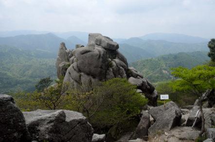 竜ヶ岳 表道登山道 重ね岩