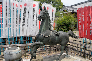龍泉寺 馬の像(右)