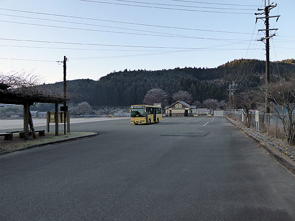 近露王子 バス停
