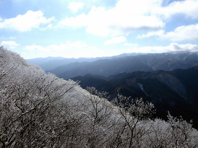 高見山 平野登山道 笛吹岩