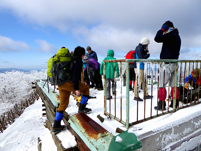 高見山 避難小屋 屋上
